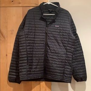 Patagonia Men's down jacket sz Large EUC